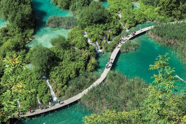 boardwalk-plitvice-lakes-national-park-croatia-ngsversion-1477423828797-adapt-1190-1